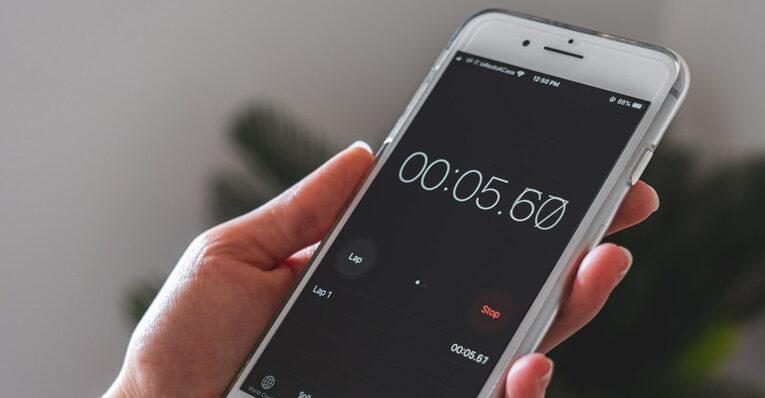¿Por qué la copia de seguridad de mi iPhone tarda tanto?