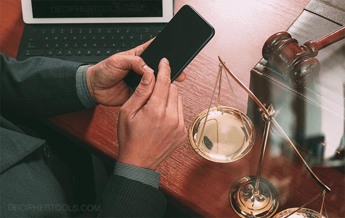 Una guía para que los abogados administren y guarden mensajes de texto con los clientes