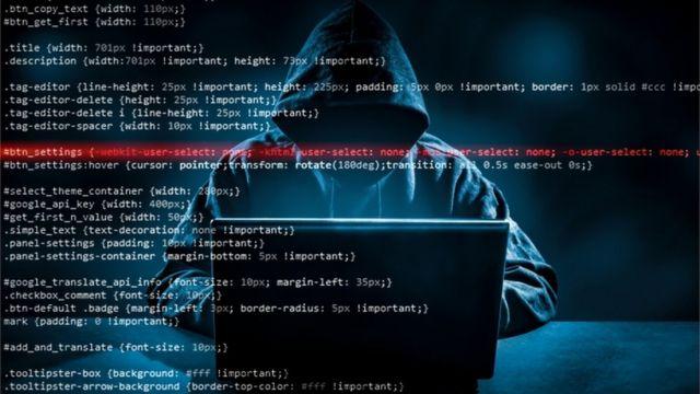 Un hacker robando datos.
