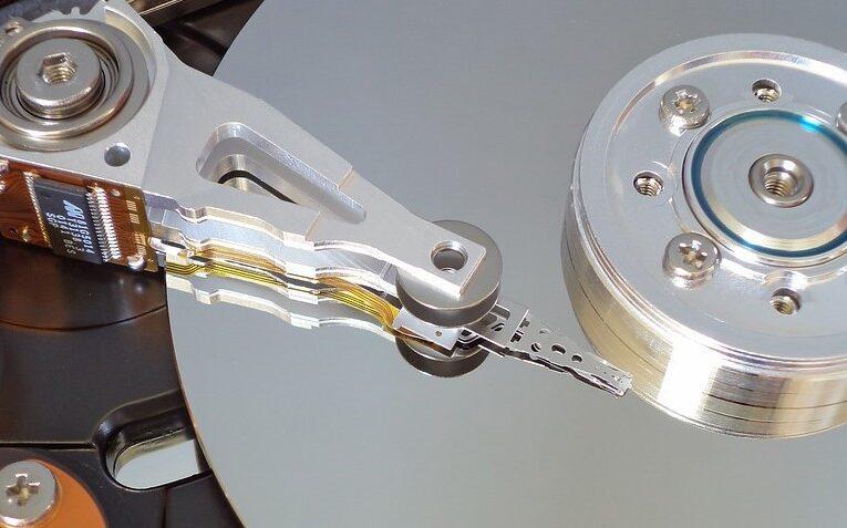 Blackbaze presentó su investigación sobre la confiabilidad de los discos duros en servidores